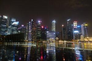 Skyline von der Promenade bei Regen & Nacht